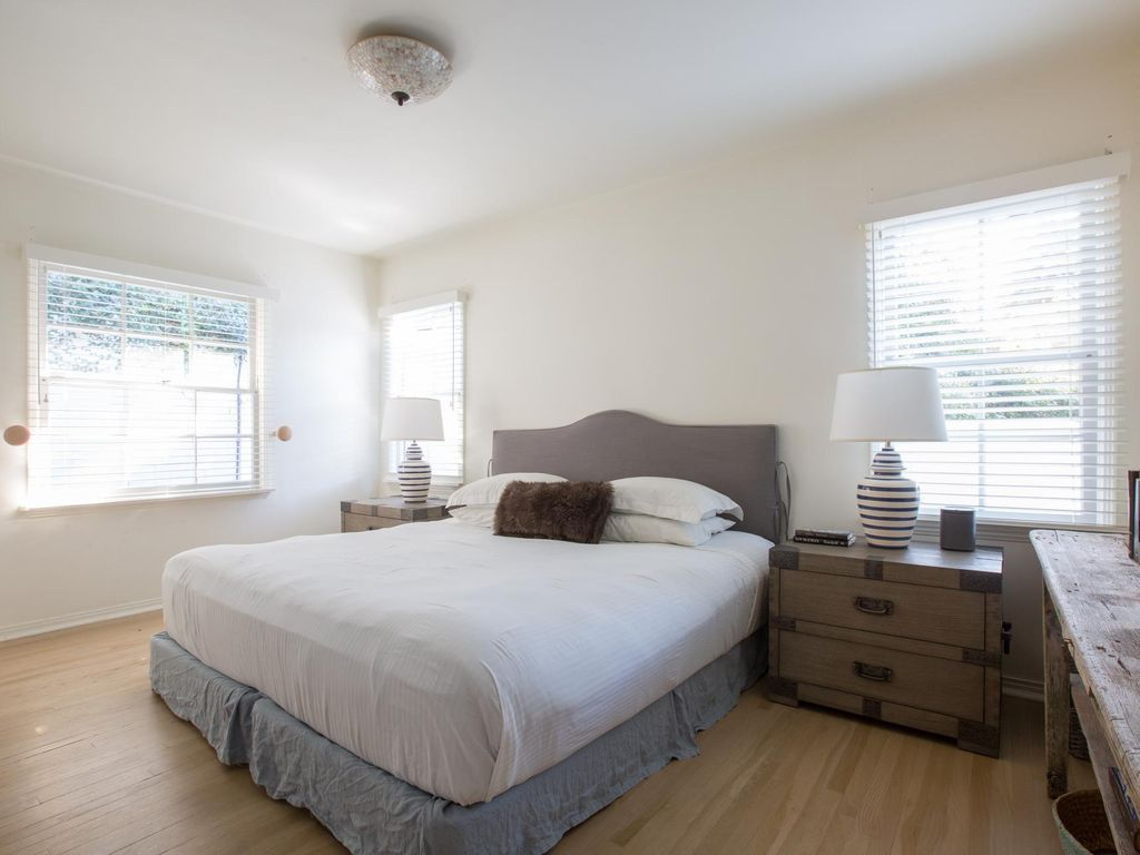 Holly Drive - luxury 2 bedrooms serviced apartment - Travel Keys