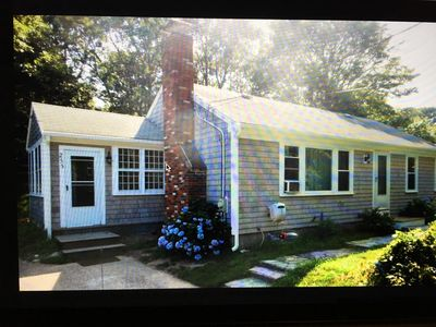 Bright and cheery 2 BR.  Close to Bike Trail and ponds. Cycle to Chatha