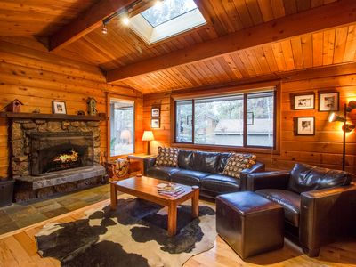 Photo for Lodge Style Sunriver Home, Only a 30 Minute Drive to Mt Bachelor - GRIZ05