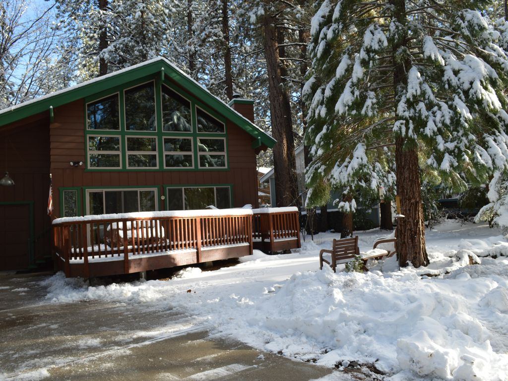 Pine needle hideaway walk to snow summit vrbo for Snow summit cabin