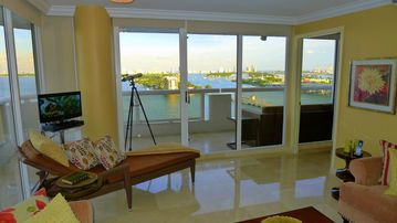 MIAMI Magic BAY VIEW 1800 sqft. Heated pool. 4 jacuzzis.WI-FI.