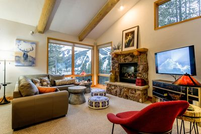 Welcome to Lakota Mountain Lodge 105 - a mountain modern townhome less than a mile from the slopes