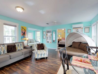 Photo for Cozy cottage w/easy access to the beach, shopping, dining, and more