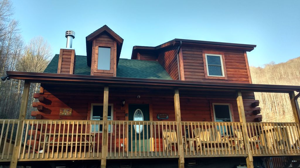 Log Cabin Vacation Rental Located In Waynesville, NC