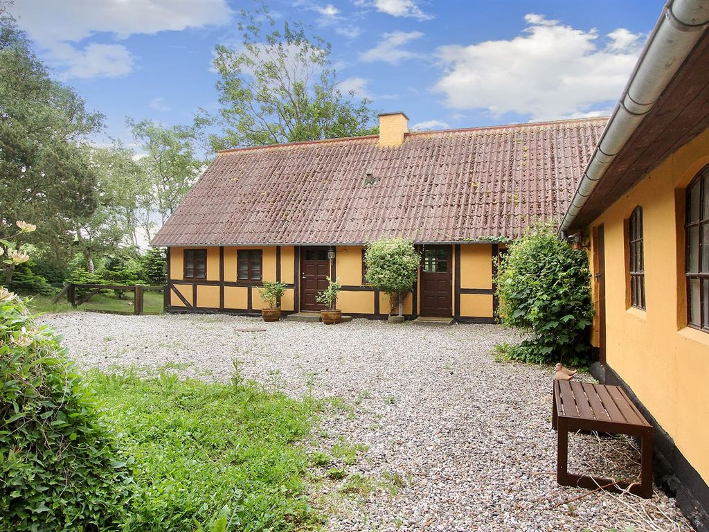 bagenkop singles Bagenkop strand (denmark) sleeps: 5 bedrooms: 2 single beds: 1 bathrooms: 1 price from: 230/week this holiday home is located in the southern part of bagenkop the property is on a field near a forest.