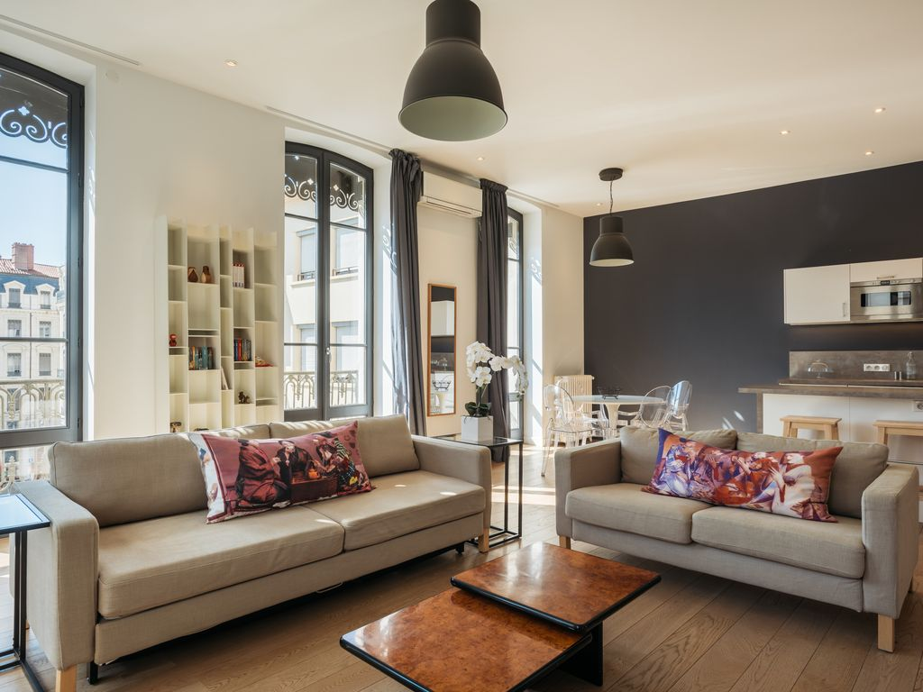 MODERN AND ELEGANT APARTMENT IN THE HEART OF LYON