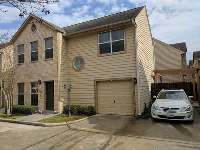 Photo for Cozy townhouse in a safe and gated community only .7 miles away from NRG stadium