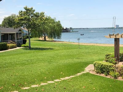 Photo for Gorgeous 3/2 lake view house - huge patio with view.