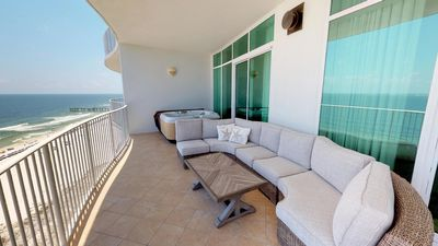 Absolutely Amazing Renovated 3 Bedroom Near the Lazy River and Spectrum Lounge!