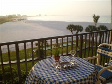 St Pete Absolute Beachfront Condo #2 - PANORAMIC BEACH VIEW - New kitchen & bath