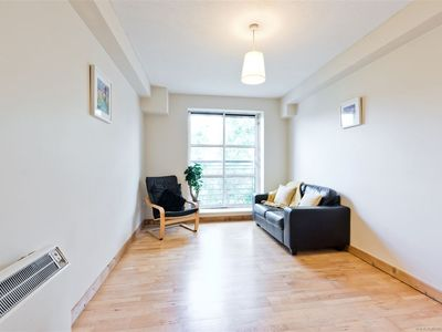 Photo for Lovely quiet one bed apartment.  St Stephens Green & Grafton St 10 mins walk.
