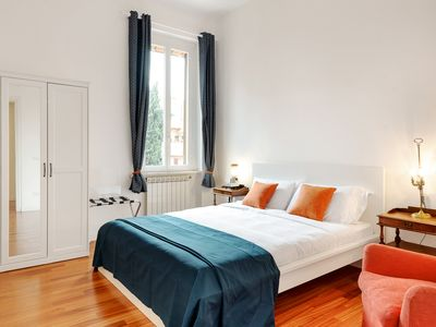 Photo for Fascinating flat - up to 4 guests - Trastevere