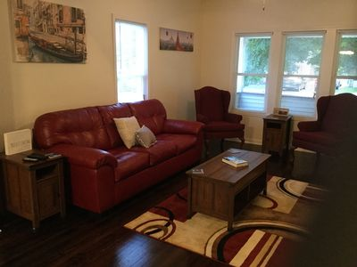 Well appointed living room with new Simmons Queen Sleeper Sofa!