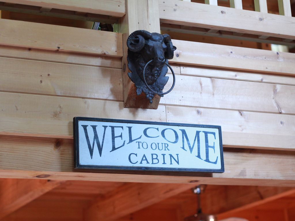 Property Image#6 Beautifully Furnished Cabin In Pine Mountain Near Callaway  Gardens And F.D.R.
