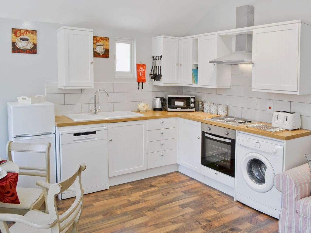 THE STABLES: 4 bedroom property in Diss. - 1868412