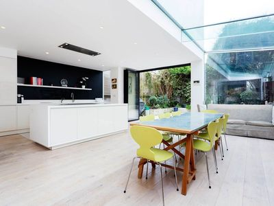Photo for Bright and spacious 4 bed family home in Notting Hill (Veeve)