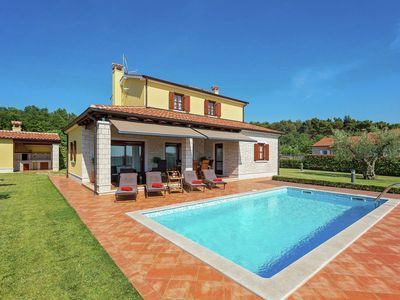 Photo for Detached well maintained villa with pool and beautiful lawn in Visnjan and near the coast