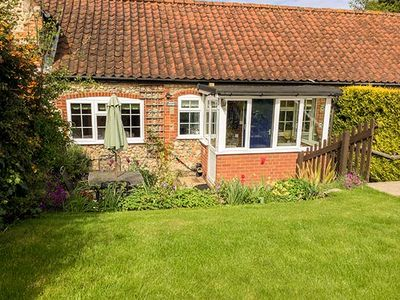 Photo for PEBBLE COTTAGE, pet friendly, with a garden in Kelling, Ref 957216