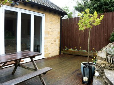 Photo for Lovely garden apartment near beautiful Woodstock and Blenheim Palace.