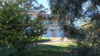 Lovely clean spacious home overlooking Castlemaine