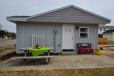 Comfortable 2 bedroom/1 bath Flop Down Cottage, Picnic table for outdoor meals