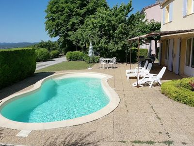 Photo for Comfortable villa with pool near the citadel of Forcalquier
