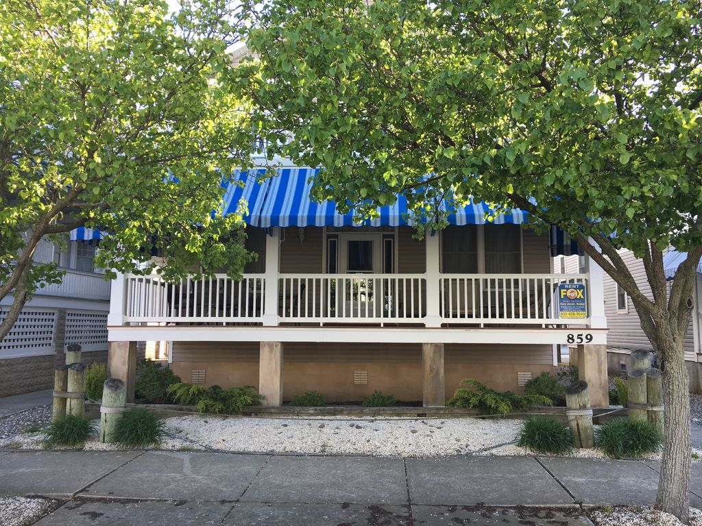 Your Perfect Vacation House Sleeps 12 Huge Porch W Awnings 859