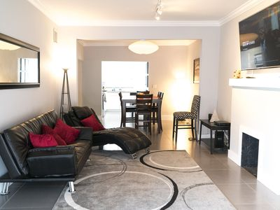 Modern and spacious 4 / 3,  sleeps 10, perfect for larger groups