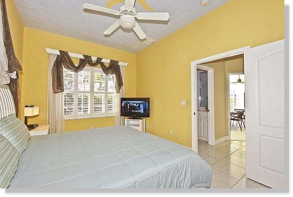 This Beautiful Villa With Pool Cortina Is Situated On A Canal In Cape Coral North Fort Myers
