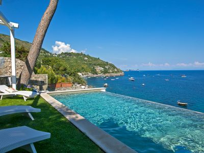 Photo for Splendid luxury IBISCUS VILLA overlooking the sea with infinity pool
