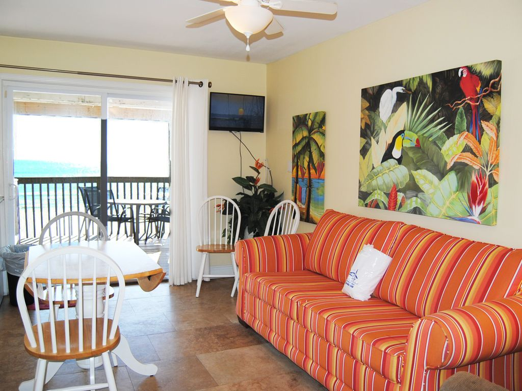 Beachfront townhouse studio sleeps 2 4 minutes from - 1 bedroom condos in destin fl on the beach ...