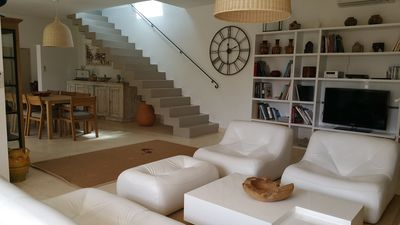 Photo for Beautiful villa only a short stroll to vaunted Apt market.