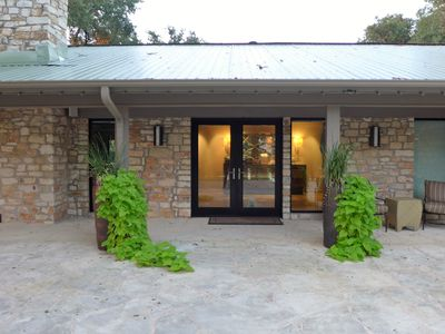 Photo for Hidden Hill Country Oasis -15- 20 Minutes To Downtown Austin - Quiet Retreat