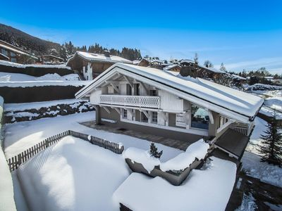 Photo for Chalet Les Epilobes : Family chalet located 70m from the slopes