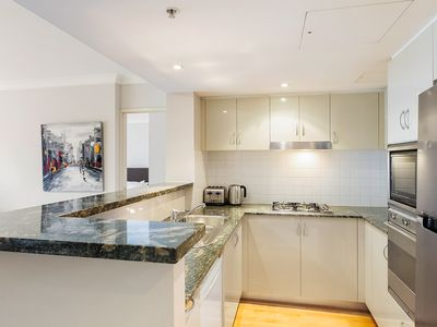 Photo for Stunning Centrally Located Wyndel Apartment BRO0081107
