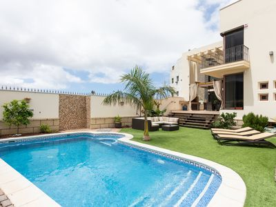 Photo for Luxurious Villa with private pool in the center of Adeje