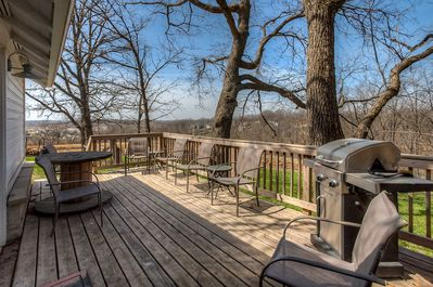 Come and relax on the large deck with magnificent views.
