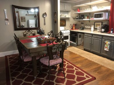 Charming kitchen,come sit awhile or cook a meal ,snacks,drinks are provided