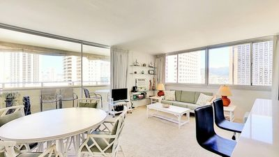 Large 814 SF 1BR/1BA with HUGE LANAI. OCEANVIEW OF THE WAIKIKI BEACH AREA