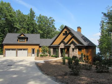 Luxury Lakefront 5 Bedroom, 4 Bath+ (2)1/2 Bath - Lake Nottely w/ Boat available
