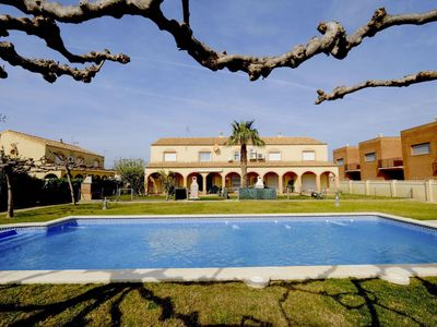 Photo for Wonderful private villa for 6 guests with WIFI, pool, TV and parking