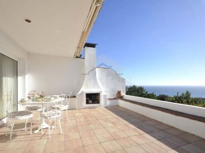 Photo for 3 bedroom Apartment, sleeps 6 with Pool