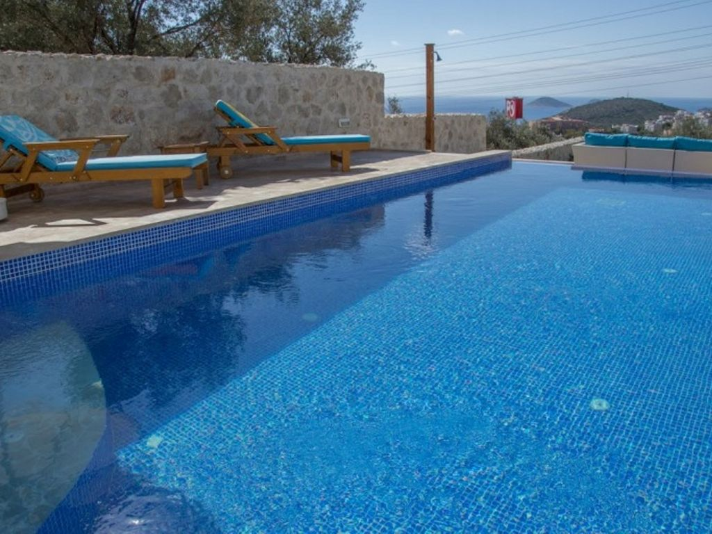 Luxury dalora apartment with it 39 s own private swimming for Private swimming pool