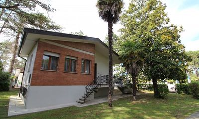 Photo for Superb villa surrounded by garden and close to the beach