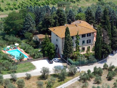 Photo for Bright Villa between Florence (20 km), and Siena (50km)-1 km to Village-A/C-wifi