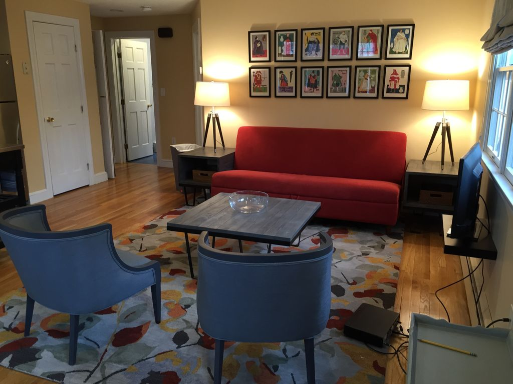 Contemporary Style And Comfort Convenient To Boston And Route 128 Dedham
