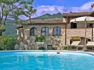 Photo for Apartment with pool, wi-fi, pet-friendly, countryside, Le Marche - I TRE ARCHI