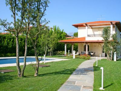 Photo for Vacation home Kathleen  in Forte dei Marmi, Versilia, Lunigiana and sourroundings - 8 persons, 4 bedrooms