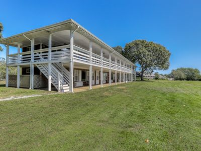 Photo for Contemporary seaside studio with each beach access, shared pool & tennis courts