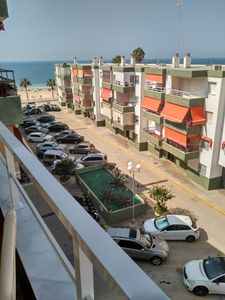 Photo for Apartment with air conditioning and parking on the beachfront